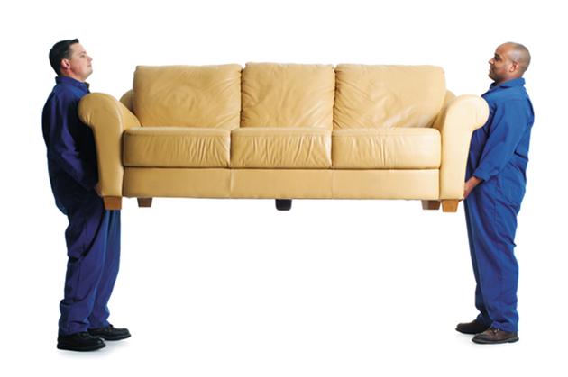 Грузчики и диван