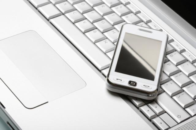 телефон на ноутбуке